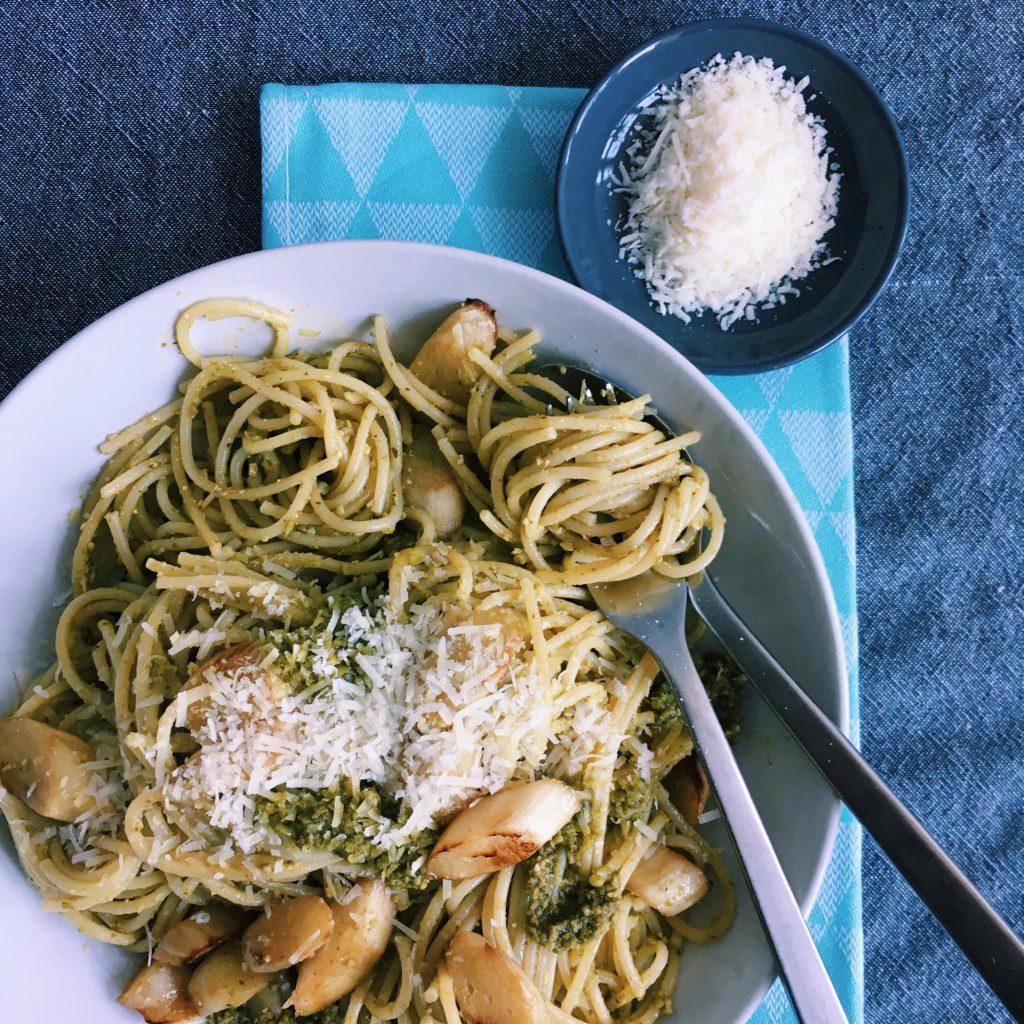Vegetarisch genießen: Spargel-Pasta mit Pesto